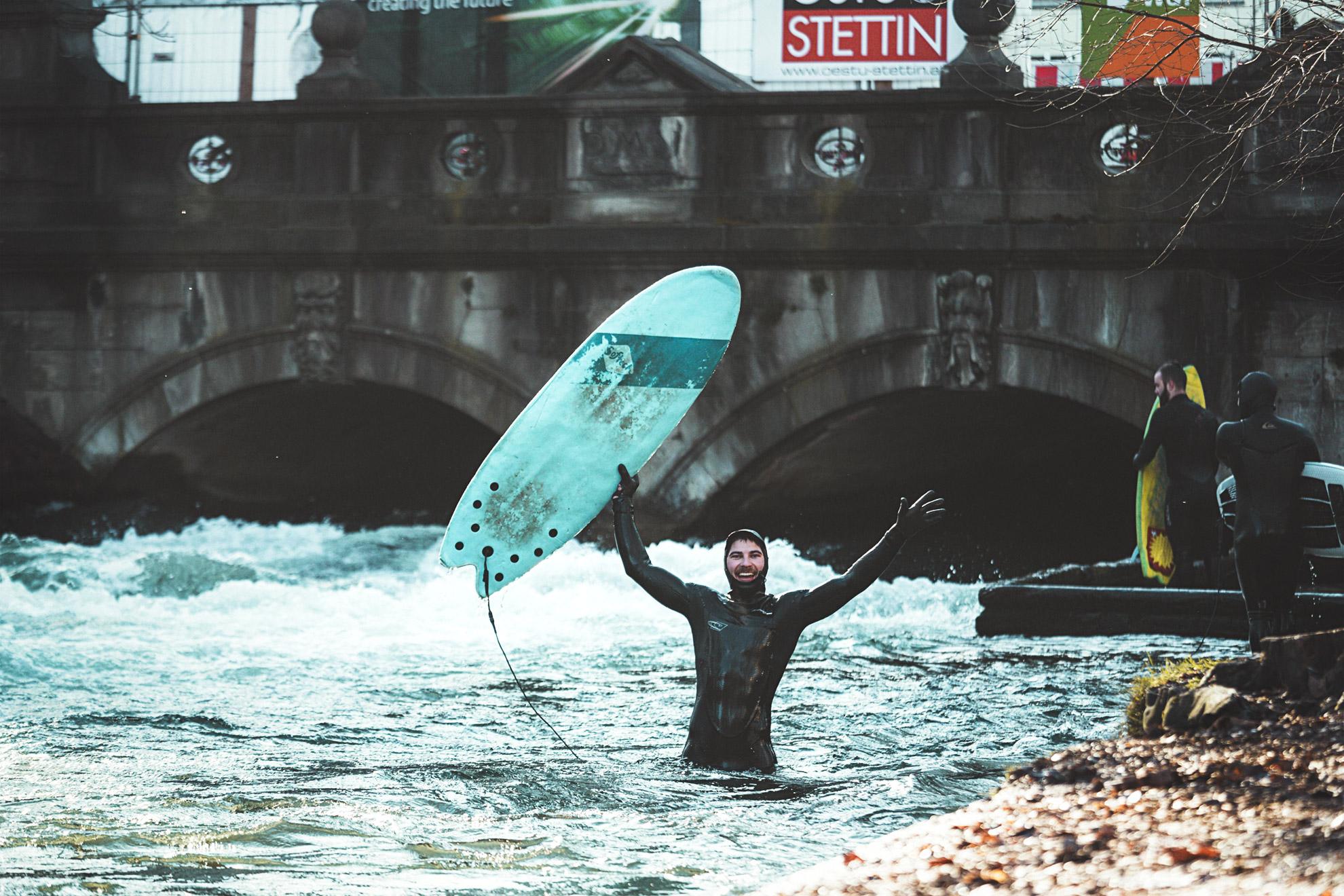 riversurfing_surffaus_joki_munchen_kaupunki