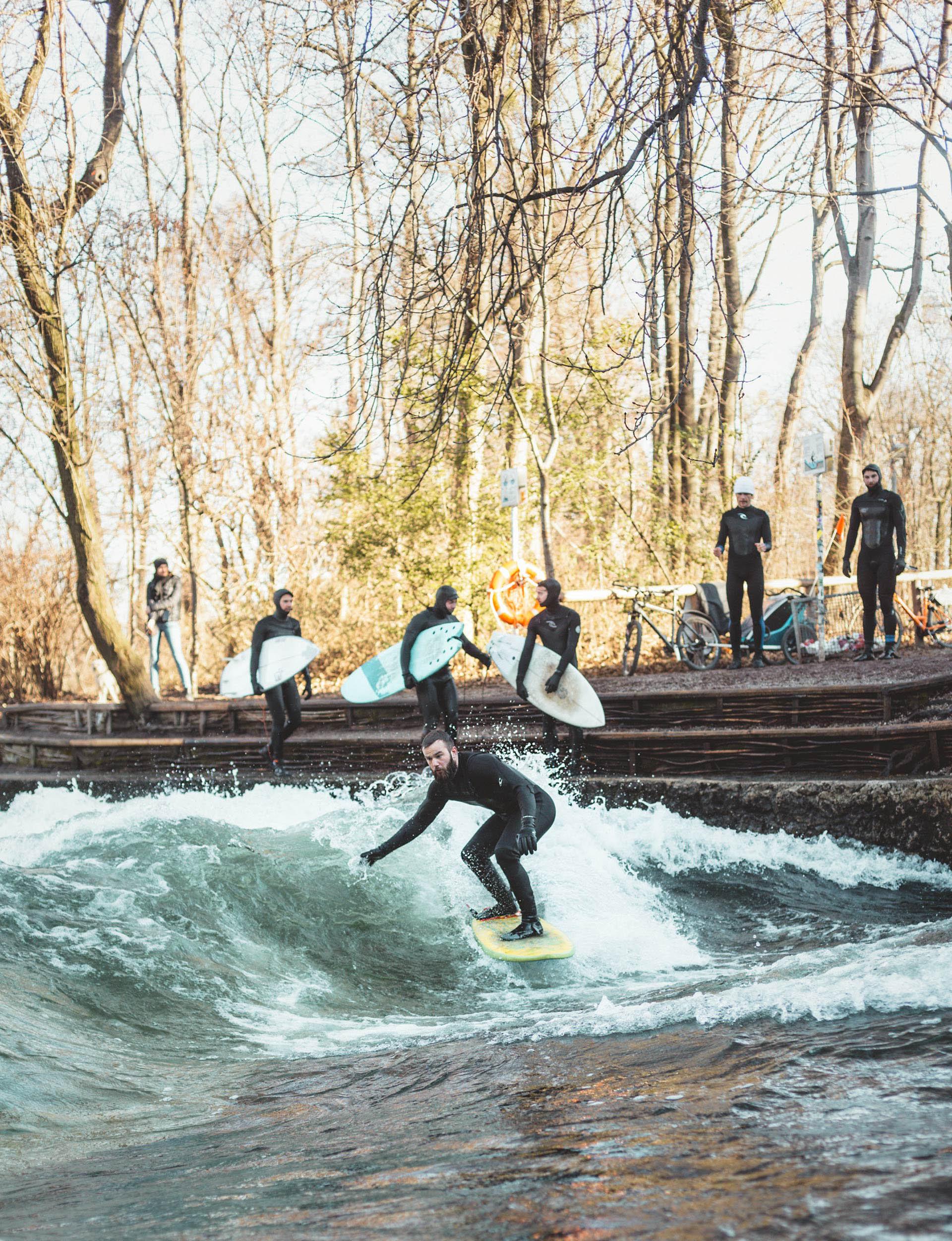 Eisbachwave_munchen_joki_surffaus_surfing